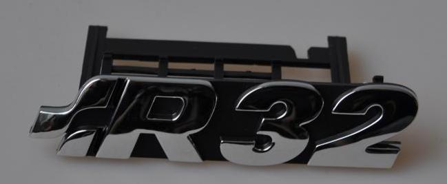 Original R32 Emblem für den Kühlergrill Golf 4
